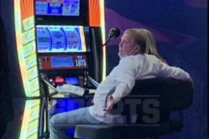 Raiders Owner Mark Davis Won $1800 at Slot Machine in Vegas Before Raiders' OT Win Vs Ravens